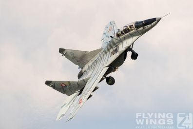 http://www.flying-wings.com/plugins/content/sige/plugin_sige/showthumb.php?img=/images/airshows/18_siaf/MiGs/SIAF_MiG-29-8602_Zeitler.jpg&width=396&height=300&quality=80&ratio=1&crop=0&crop_factor=50&thumbdetail=0