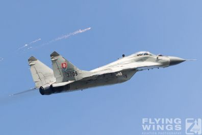 http://www.flying-wings.com/plugins/content/sige/plugin_sige/showthumb.php?img=/images/airshows/18_siaf/MiGs/SIAF_MiG-29-8691_Zeitler.jpg&width=396&height=300&quality=80&ratio=1&crop=0&crop_factor=50&thumbdetail=0