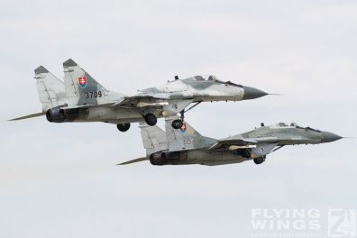 http://www.flying-wings.com/plugins/content/sige/plugin_sige/showthumb.php?img=/images/airshows/18_siaf/MiGs/SIAF_MiG-29-9068_Zeitler.jpg&width=396&height=300&quality=80&ratio=1&crop=0&crop_factor=50&thumbdetail=0