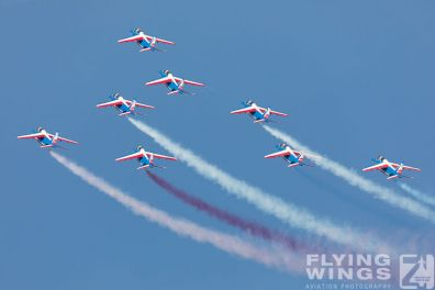 http://www.flying-wings.com/plugins/content/sige/plugin_sige/showthumb.php?img=/images/airshows/18_siaf/PdF/SIAF_Patrouille_de_France-7274_Zeitler.jpg&width=396&height=300&quality=80&ratio=1&crop=0&crop_factor=50&thumbdetail=0
