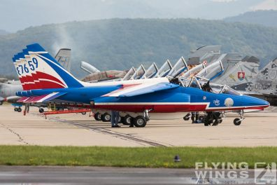 http://www.flying-wings.com/plugins/content/sige/plugin_sige/showthumb.php?img=/images/airshows/18_siaf/PdF/SIAF_Patrouille_de_France-7868_Zeitler.jpg&width=396&height=300&quality=80&ratio=1&crop=0&crop_factor=50&thumbdetail=0