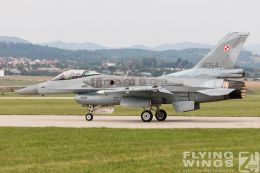 http://www.flying-wings.com/plugins/content/sige/plugin_sige/showthumb.php?img=/images/airshows/18_siaf/Pol_F-16/SIAF_F-16_Poland-7744_Zeitler.jpg&width=260&height=300&quality=80&ratio=1&crop=0&crop_factor=50&thumbdetail=0