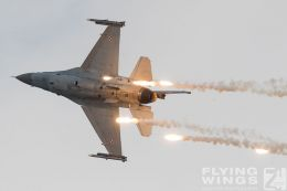 http://www.flying-wings.com/plugins/content/sige/plugin_sige/showthumb.php?img=/images/airshows/18_siaf/Pol_F-16/SIAF_F-16_Poland-9221_Zeitler.jpg&width=260&height=300&quality=80&ratio=1&crop=0&crop_factor=50&thumbdetail=0