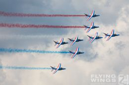http://www.flying-wings.com/plugins/content/sige/plugin_sige/showthumb.php?img=/images/airshows/18_siaf/Teams/SIAF_Patrouille_de_France-7281_Zeitler.jpg&width=260&height=300&quality=80&ratio=1&crop=0&crop_factor=50&thumbdetail=0
