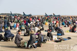 http://www.flying-wings.com/plugins/content/sige/plugin_sige/showthumb.php?img=/images/airshows/18_tsuiki/crowd3/Tsuiki_Airshow_so-5939_Zeitler.jpg&width=260&height=300&quality=80&ratio=1&crop=0&crop_factor=50&thumbdetail=0