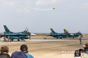 http://www.flying-wings.com/plugins/content/sige/plugin_sige/showthumb.php?img=/images/airshows/18_tsuiki/gallery/Tsuiki_Airshow_Extra_300-2647_Zeitler.jpg&width=180&height=200&quality=80&ratio=1&crop=0&crop_factor=50&thumbdetail=0