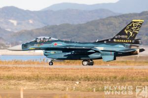 http://www.flying-wings.com/plugins/content/sige/plugin_sige/showthumb.php?img=/images/airshows/18_tsuiki/gallery/Tsuiki_Airshow_F-2_6-ship-5164_Zeitler.jpg&width=180&height=200&quality=80&ratio=1&crop=0&crop_factor=50&thumbdetail=0