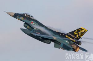 http://www.flying-wings.com/plugins/content/sige/plugin_sige/showthumb.php?img=/images/airshows/18_tsuiki/gallery/Tsuiki_Airshow_F-2_6-ship-5480_Zeitler.jpg&width=180&height=200&quality=80&ratio=1&crop=0&crop_factor=50&thumbdetail=0