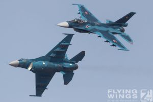 http://www.flying-wings.com/plugins/content/sige/plugin_sige/showthumb.php?img=/images/airshows/18_tsuiki/gallery/Tsuiki_Airshow_F-2_Duo-6096_Zeitler.jpg&width=180&height=200&quality=80&ratio=1&crop=0&crop_factor=50&thumbdetail=0