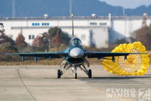 http://www.flying-wings.com/plugins/content/sige/plugin_sige/showthumb.php?img=/images/airshows/18_tsuiki/gallery/Tsuiki_Airshow_F-2_Duo-6356_Zeitler.jpg&width=180&height=200&quality=80&ratio=1&crop=0&crop_factor=50&thumbdetail=0