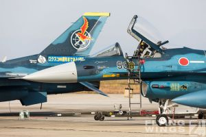 http://www.flying-wings.com/plugins/content/sige/plugin_sige/showthumb.php?img=/images/airshows/18_tsuiki/gallery/Tsuiki_Airshow_F-2_specials-2547_Zeitler.jpg&width=180&height=200&quality=80&ratio=1&crop=0&crop_factor=50&thumbdetail=0