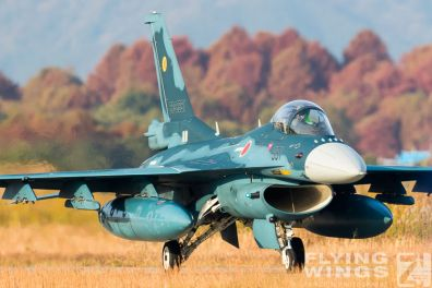 http://www.flying-wings.com/plugins/content/sige/plugin_sige/showthumb.php?img=/images/airshows/18_tsuiki/opening/Tsuiki_Airshow_F-2_6-ship-5567_Zeitler.jpg&width=396&height=300&quality=80&ratio=1&crop=0&crop_factor=50&thumbdetail=0