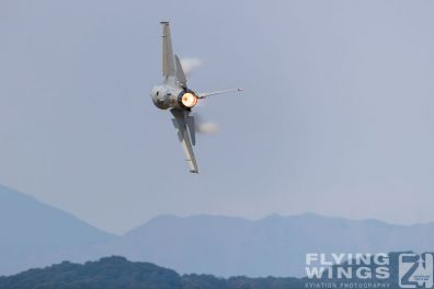 http://www.flying-wings.com/plugins/content/sige/plugin_sige/showthumb.php?img=/images/airshows/18_tsuiki/pacaf4/Tsuiki_Airshow_F-16-5889_Zeitler.jpg&width=396&height=300&quality=80&ratio=1&crop=0&crop_factor=50&thumbdetail=0