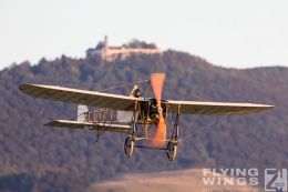 http://www.flying-wings.com/plugins/content/sige/plugin_sige/showthumb.php?img=/images/airshows/19_Hahnweide/Carlson_6/Hahnweide19_Bleriot-8735_Zeitler.jpg&width=260&height=300&quality=80&ratio=1&crop=0&crop_factor=50&thumbdetail=0