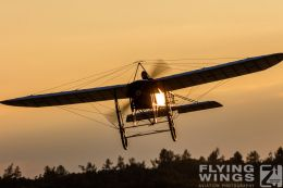 http://www.flying-wings.com/plugins/content/sige/plugin_sige/showthumb.php?img=/images/airshows/19_Hahnweide/Carlson_6/Hahnweide19_Bleriot-8747_Zeitler.jpg&width=260&height=300&quality=80&ratio=1&crop=0&crop_factor=50&thumbdetail=0