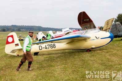 http://www.flying-wings.com/plugins/content/sige/plugin_sige/showthumb.php?img=/images/airshows/19_Hahnweide/Segelflug_6/Hahnweide19_Segelflug-8983_Zeitler.jpg&width=396&height=300&quality=80&ratio=1&crop=0&crop_factor=50&thumbdetail=0