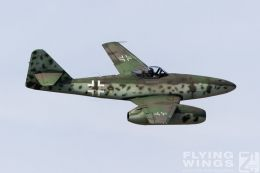 http://www.flying-wings.com/plugins/content/sige/plugin_sige/showthumb.php?img=/images/airshows/19_Hahnweide/bunt_9/Hahnweide19_Me_262-9193_Zeitler.jpg&width=260&height=300&quality=80&ratio=1&crop=0&crop_factor=50&thumbdetail=0