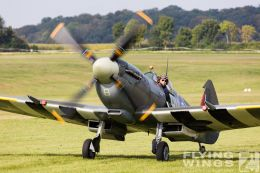 http://www.flying-wings.com/plugins/content/sige/plugin_sige/showthumb.php?img=/images/airshows/19_Hahnweide/bunt_9/Hahnweide19_Spitfire-9050_Zeitler.jpg&width=260&height=300&quality=80&ratio=1&crop=0&crop_factor=50&thumbdetail=0