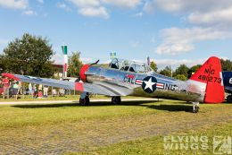 http://www.flying-wings.com/plugins/content/sige/plugin_sige/showthumb.php?img=/images/airshows/19_Hahnweide/bunt_9/Hahnweide19_T-6-8697_Zeitler.jpg&width=260&height=300&quality=80&ratio=1&crop=0&crop_factor=50&thumbdetail=0