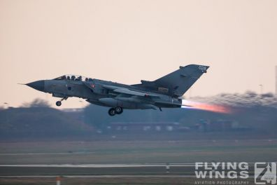 http://www.flying-wings.com/plugins/content/sige/plugin_sige/showthumb.php?img=/images/airshows/19_Marham/afterburner2/RAF_Tornado_GR4_Marham-6918_Zeitler.jpg&width=396&height=300&quality=80&ratio=1&crop=0&crop_factor=50&thumbdetail=0