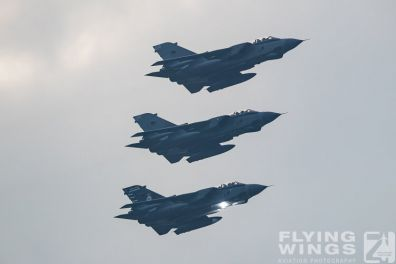 http://www.flying-wings.com/plugins/content/sige/plugin_sige/showthumb.php?img=/images/airshows/19_Marham/final2/RAF_Tornado_GR4_Marham-9572_Zeitler.jpg&width=396&height=300&quality=80&ratio=1&crop=0&crop_factor=50&thumbdetail=0