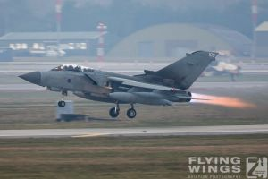 http://www.flying-wings.com/plugins/content/sige/plugin_sige/showthumb.php?img=/images/airshows/19_Marham/gallery/RAF_Tornado_GR4_Marham-6933_Zeitler.jpg&width=260&height=400&quality=80&ratio=1&crop=0&crop_factor=50&thumbdetail=0