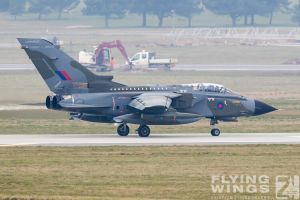 http://www.flying-wings.com/plugins/content/sige/plugin_sige/showthumb.php?img=/images/airshows/19_Marham/gallery/RAF_Tornado_GR4_Marham-9359_Zeitler.jpg&width=260&height=400&quality=80&ratio=1&crop=0&crop_factor=50&thumbdetail=0