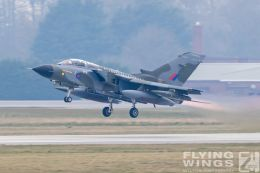 http://www.flying-wings.com/plugins/content/sige/plugin_sige/showthumb.php?img=/images/airshows/19_Marham/gallery/RAF_Tornado_GR4_Marham-9363_Zeitler.jpg&width=260&height=400&quality=80&ratio=1&crop=0&crop_factor=50&thumbdetail=0