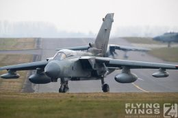 http://www.flying-wings.com/plugins/content/sige/plugin_sige/showthumb.php?img=/images/airshows/19_Marham/gallery/RAF_Tornado_GR4_Marham-9460_Zeitler.jpg&width=260&height=400&quality=80&ratio=1&crop=0&crop_factor=50&thumbdetail=0