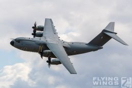 http://www.flying-wings.com/plugins/content/sige/plugin_sige/showthumb.php?img=/images/airshows/19_Melun/AdlA_6/Melun_A400M-4992_Zeitler.jpg&width=260&height=300&quality=80&ratio=1&crop=0&crop_factor=50&thumbdetail=0