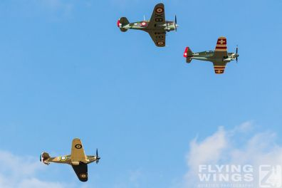 http://www.flying-wings.com/plugins/content/sige/plugin_sige/showthumb.php?img=/images/airshows/19_Melun/France_6/Melun_Formation-5519_Zeitler.jpg&width=396&height=300&quality=80&ratio=1&crop=0&crop_factor=50&thumbdetail=0