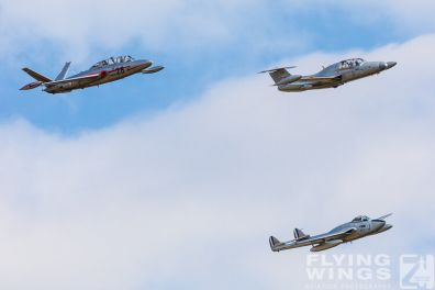 http://www.flying-wings.com/plugins/content/sige/plugin_sige/showthumb.php?img=/images/airshows/19_Melun/Jets_8/Melun_Formation-2393_Zeitler.jpg&width=396&height=300&quality=80&ratio=1&crop=0&crop_factor=50&thumbdetail=0