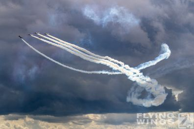 http://www.flying-wings.com/plugins/content/sige/plugin_sige/showthumb.php?img=/images/airshows/19_Melun/Teams_4/Melun_Patrouille_Tranchant-4913_Zeitler.jpg&width=396&height=300&quality=80&ratio=1&crop=0&crop_factor=50&thumbdetail=0