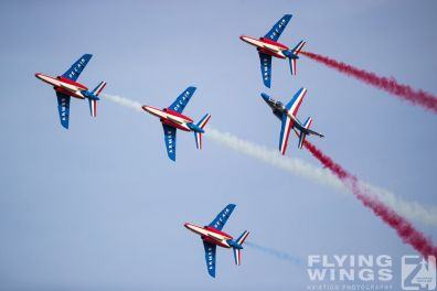 http://www.flying-wings.com/plugins/content/sige/plugin_sige/showthumb.php?img=/images/airshows/19_Melun/Teams_4/Melun_Patrouille_de_France-4697_Zeitler.jpg&width=396&height=300&quality=80&ratio=1&crop=0&crop_factor=50&thumbdetail=0