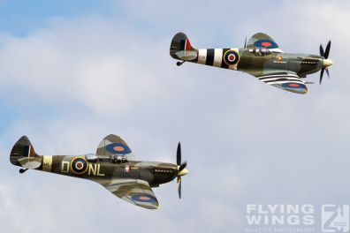 http://www.flying-wings.com/plugins/content/sige/plugin_sige/showthumb.php?img=/images/airshows/19_Melun/YakSpit_8/Melun_Spitfire-5572_Zeitler.jpg&width=396&height=300&quality=80&ratio=1&crop=0&crop_factor=50&thumbdetail=0