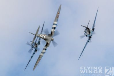 http://www.flying-wings.com/plugins/content/sige/plugin_sige/showthumb.php?img=/images/airshows/19_Melun/YakSpit_8/Melun_Spitfire-5602_Zeitler.jpg&width=396&height=300&quality=80&ratio=1&crop=0&crop_factor=50&thumbdetail=0
