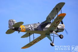 http://www.flying-wings.com/plugins/content/sige/plugin_sige/showthumb.php?img=/images/airshows/19_Melun/light_6/Melun_Jungmann-8562_Zeitler.jpg&width=260&height=300&quality=80&ratio=1&crop=0&crop_factor=50&thumbdetail=0