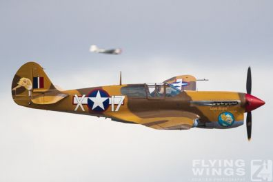 http://www.flying-wings.com/plugins/content/sige/plugin_sige/showthumb.php?img=/images/airshows/19_Melun/warbirds_8/Melun_P-40-5478_Zeitler.jpg&width=396&height=300&quality=80&ratio=1&crop=0&crop_factor=50&thumbdetail=0