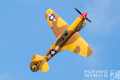 http://www.flying-wings.com/plugins/content/sige/plugin_sige/showthumb.php?img=/images/airshows/19_Melun/warbirds_8/Melun_P-40-5490_Zeitler.jpg&width=396&height=300&quality=80&ratio=1&crop=0&crop_factor=50&thumbdetail=0