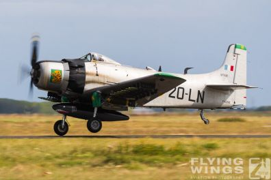 http://www.flying-wings.com/plugins/content/sige/plugin_sige/showthumb.php?img=/images/airshows/19_Melun/warbirds_8/Melun_Skyraider-5126_Zeitler.jpg&width=396&height=300&quality=80&ratio=1&crop=0&crop_factor=50&thumbdetail=0