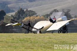 http://www.flying-wings.com/plugins/content/sige/plugin_sige/showthumb.php?img=/images/airshows/19_Omaka/12/Omaka_2019_Bleriot-0259_Zeitler.jpg&width=260&height=300&quality=80&ratio=1&crop=0&crop_factor=50&thumbdetail=0
