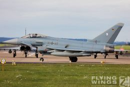 http://www.flying-wings.com/plugins/content/sige/plugin_sige/showthumb.php?img=/images/airshows/20_BlueWings/3-1/_Eurofighter-3070_Zeitler.jpg&width=260&height=300&quality=80&ratio=1&crop=0&crop_factor=50&thumbdetail=0