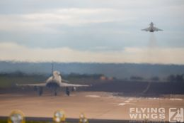 http://www.flying-wings.com/plugins/content/sige/plugin_sige/showthumb.php?img=/images/airshows/20_BlueWings/3-1/_Eurofighter-8271_Zeitler.jpg&width=260&height=300&quality=80&ratio=1&crop=0&crop_factor=50&thumbdetail=0