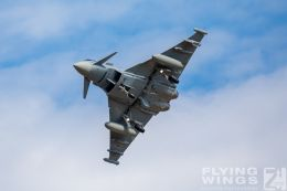 http://www.flying-wings.com/plugins/content/sige/plugin_sige/showthumb.php?img=/images/airshows/20_BlueWings/3-3/_Eurofighter-8726_Zeitler.jpg&width=260&height=300&quality=80&ratio=1&crop=0&crop_factor=50&thumbdetail=0