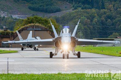 http://www.flying-wings.com/plugins/content/sige/plugin_sige/showthumb.php?img=/images/airshows/20_Meiringen/2/Meiringen_Hornet-8165_Zeitler.jpg&width=396&height=300&quality=80&ratio=1&crop=0&crop_factor=50&thumbdetail=0