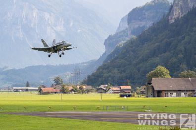 http://www.flying-wings.com/plugins/content/sige/plugin_sige/showthumb.php?img=/images/airshows/20_Meiringen/2/Meiringen_Hornet-9446_Zeitler.jpg&width=396&height=300&quality=80&ratio=1&crop=0&crop_factor=50&thumbdetail=0