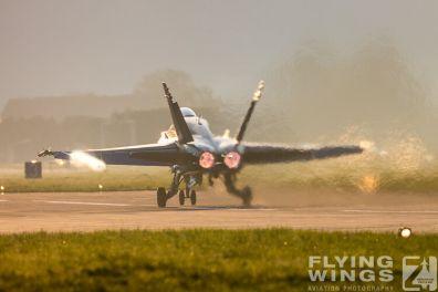 http://www.flying-wings.com/plugins/content/sige/plugin_sige/showthumb.php?img=/images/airshows/20_Meiringen/8/Meiringen_Hornet-8746_Zeitler.jpg&width=396&height=300&quality=80&ratio=1&crop=0&crop_factor=50&thumbdetail=0