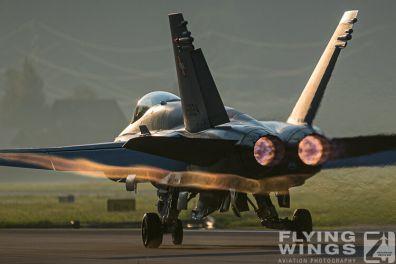 http://www.flying-wings.com/plugins/content/sige/plugin_sige/showthumb.php?img=/images/airshows/20_Meiringen/8/Meiringen_Hornet-9620_Zeitler.jpg&width=396&height=300&quality=80&ratio=1&crop=0&crop_factor=50&thumbdetail=0