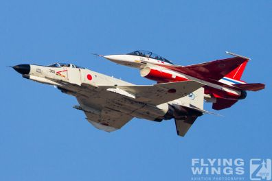 http://www.flying-wings.com/plugins/content/sige/plugin_sige/showthumb.php?img=/images/galleries/21_Japan_Phantoms/Gifu2/20141119-Gifu_Formation-0412_Zeitler.jpg&width=396&height=300&quality=80&ratio=1&crop=0&crop_factor=50&thumbdetail=0