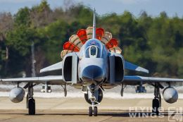http://www.flying-wings.com/plugins/content/sige/plugin_sige/showthumb.php?img=/images/galleries/21_Japan_Phantoms/Hyakuri4/20151025-Hyakuri_F-4EJ_Formation-7580_Zeitler.jpg&width=260&height=300&quality=80&ratio=1&crop=0&crop_factor=50&thumbdetail=0